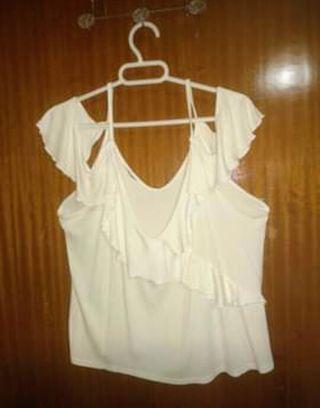 Camiseta escotada de mujer