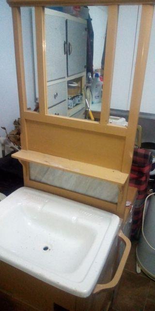 Mueble de baño antiguo,para restaurar.