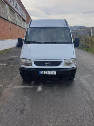 Opel novano 2002