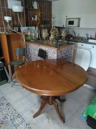 Mesa de salón redonda de madera