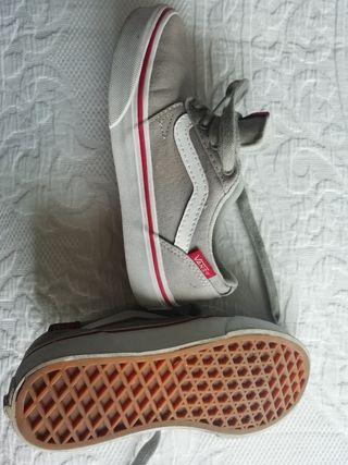 Vans zapatillas de segunda mano por 10 € en Badajoz en WALLAPOP