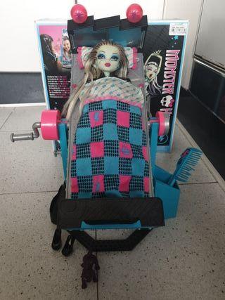 Cama Monster High con muñeca