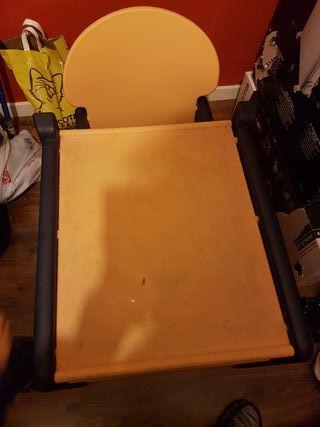 Trona convertible a mesa y silla