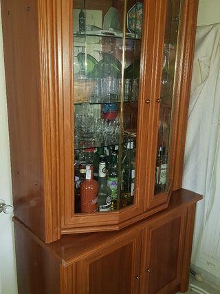 Mueble madera bar y cristal