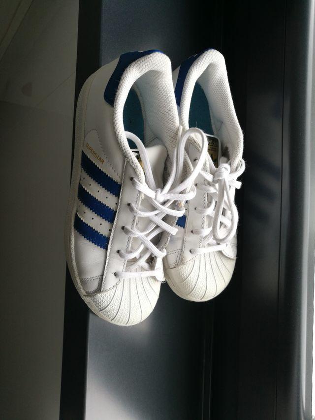 mensaje Paciencia Serrado  Adidas superstar de segunda mano por 10 € en A Coruña en WALLAPOP
