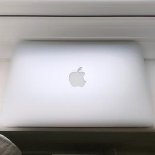 MacBook Air (11-inch, Early 2014) charger included