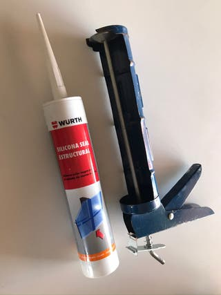 Silicona estructural Würth negra y pistola
