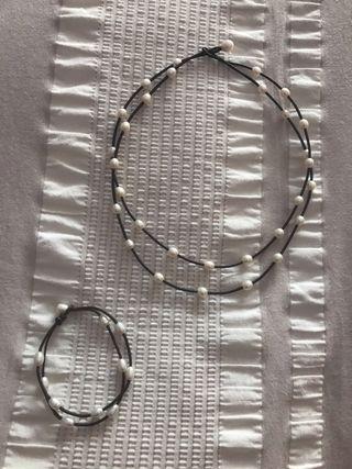 Collar y pulsera de perlas cultivadas y cuero