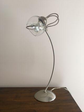 Lámpara de sobremesa cromo mate y cristal