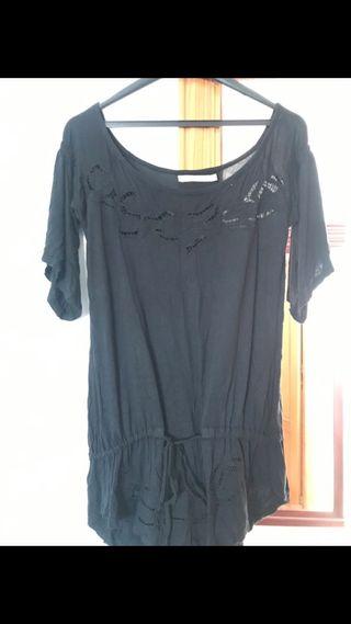 Camiseta negra con encajes