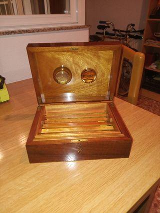 Caja de puros con humidificador e higrómetro