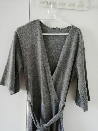 Mono gris de Zara.