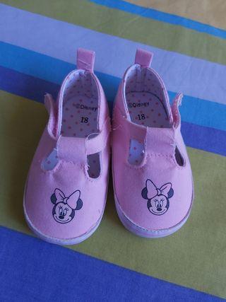 Zapatillas bebé. Talla 18