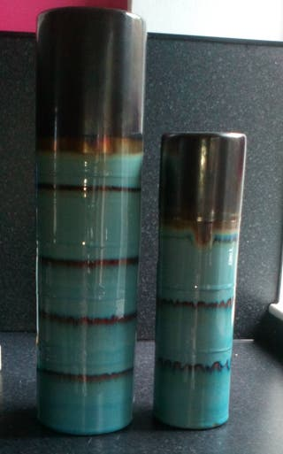 2xmatching vases, 1x16ins, 1x14ins