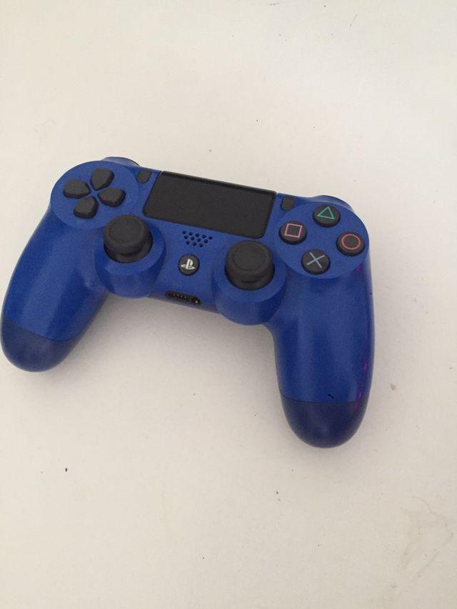 Ps4 slim negra 500 mb con caja y con mando azul