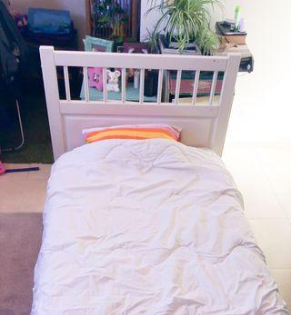 Se vende cama blanca infantil-juvenil de 90 cm .