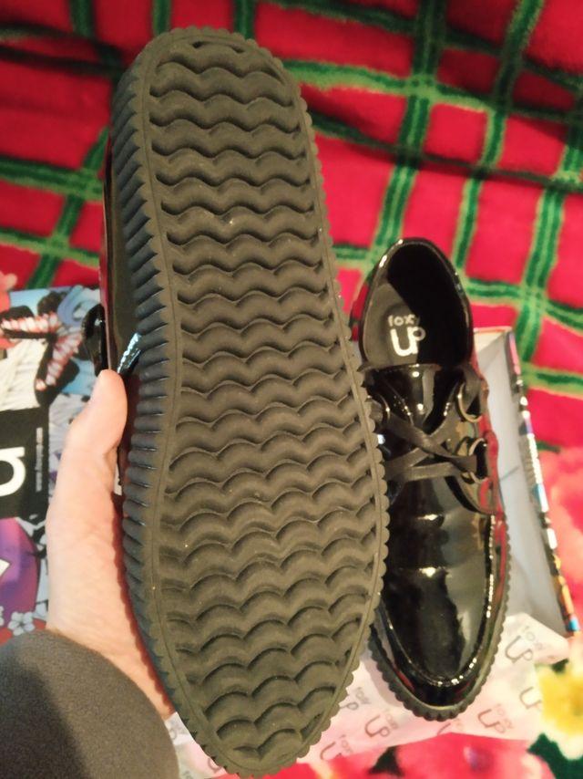 Zapatos de charol estilo gótico. NUEVOS