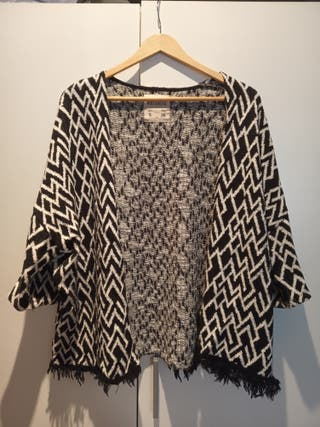 Cardigan Pull and Bear con diseño tribal.
