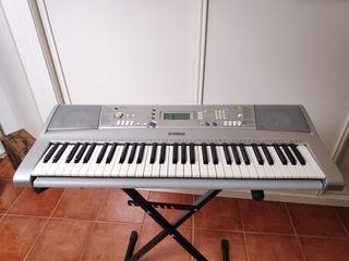 Piano Yamaha PSR E303
