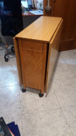 Mesa plegable con sillas dentro de segunda mano por 125 € en
