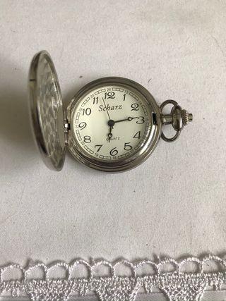 Reloj de bolsillo antiguo de plata