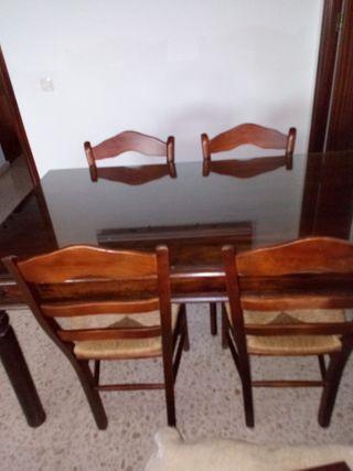 vendo mesa con 4 sillas por cambio de mobiliario.