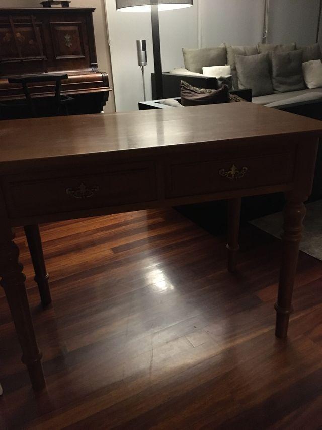 Mesa escritorio hecha por ebanista en roble
