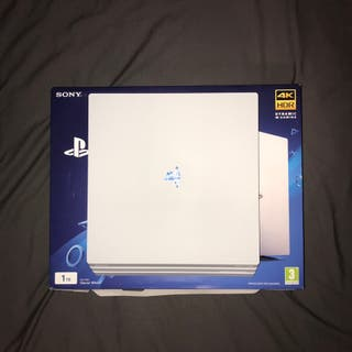 Ps4 pro white and games