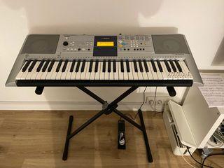 Piano Yamaha PSR-E323 Teclado + soporte