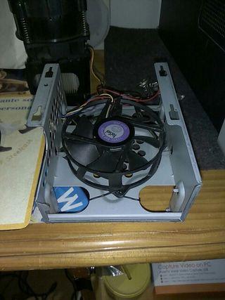 Soporte de disco duro con ventilador.