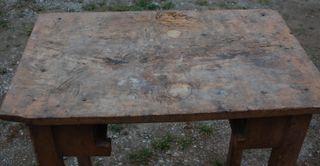 Antigua mesa de madera a restaurar
