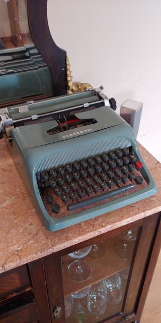 Olivetti underwood studio 44