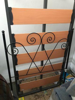 Base de cama sencilla con cabecera