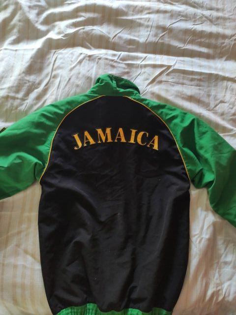 Gimnasio capitán Anuncio  Chaqueta de chándal Puma x Jamaica. de segunda mano por 15 € en Canteras en  WALLAPOP