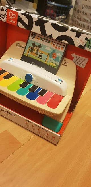 A piano toy for children over 12 months. It's in p
