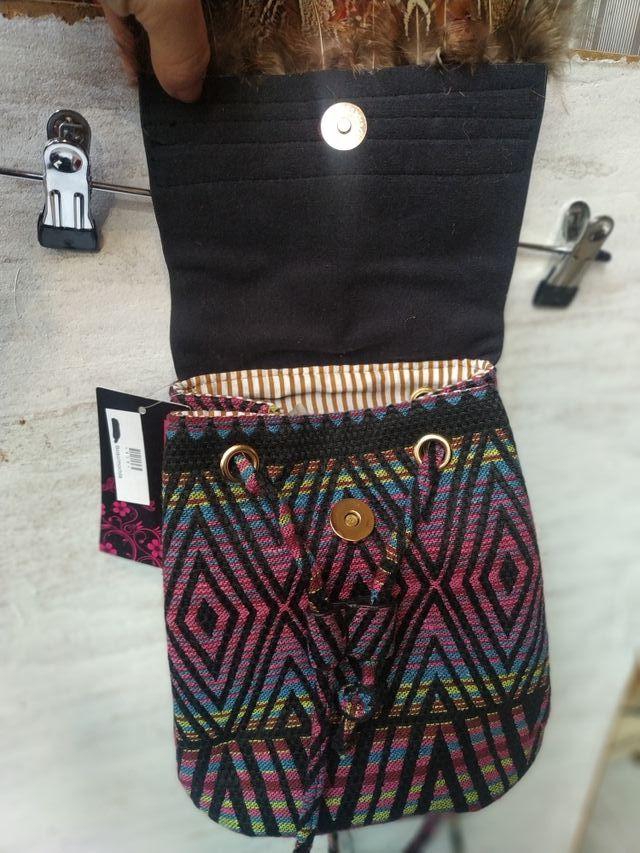 Bolso mochila mini con etiquetas