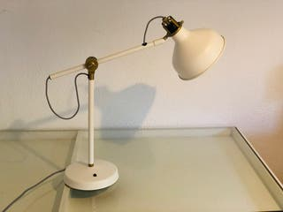 Lámpara de escritorio IKEA