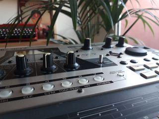 Roland MC 307 Groovebox