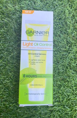 Crema Garnier Oil Light Control