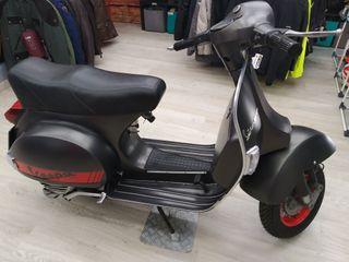 vespa P200 E (restaurada)