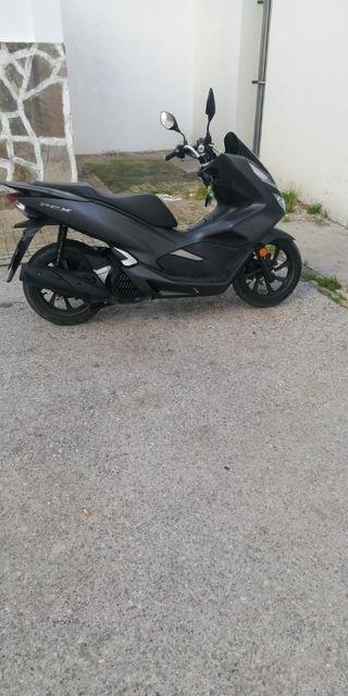 Vendo moto Honda modelo PCX