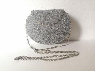 Bolsito/clutch rígido con cadena