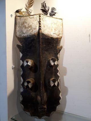 Antigua máscara africana grebo