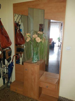 recibidor madera con espejos