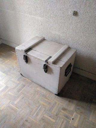 baúl de madera, antiguo.