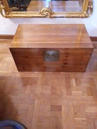 Mesa café/baúl con llave antiguo Oriental