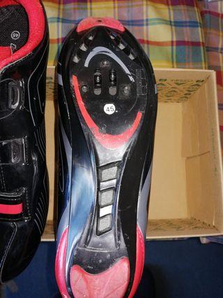 zapatillas de bicicleta de carretera y montaña