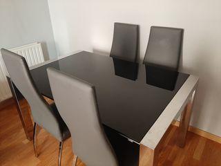 Mesa extensible con 4 sillas