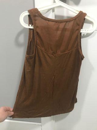 Camiseta Stradivarius marrón