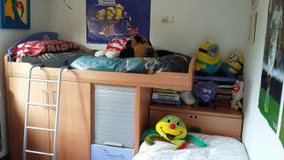 Dormitorio infantil dos camas